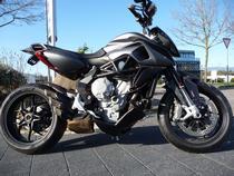 Motorrad kaufen Neufahrzeug MV AGUSTA Rivale 800 ABS (naked)