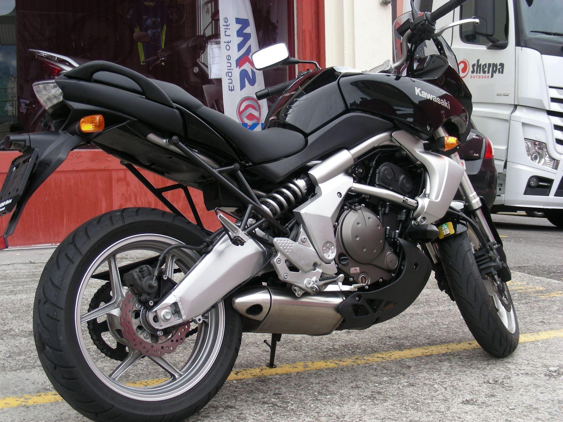 motorrad occasion kaufen kawasaki versys 650 camenzind motos brunnen. Black Bedroom Furniture Sets. Home Design Ideas